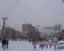 Özlenen kar nihayet yağdı.