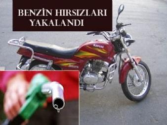 Motosikletlerin depolarından benzin çalan hırsızlar…